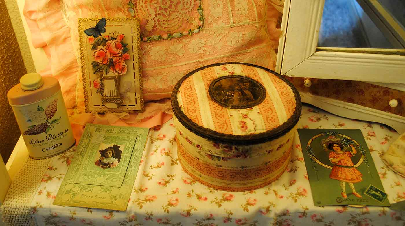 Antique fabric box Marie Antoinette