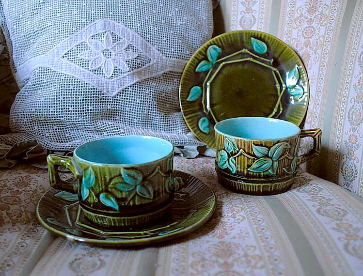 Barbotine bamboo cups saucers