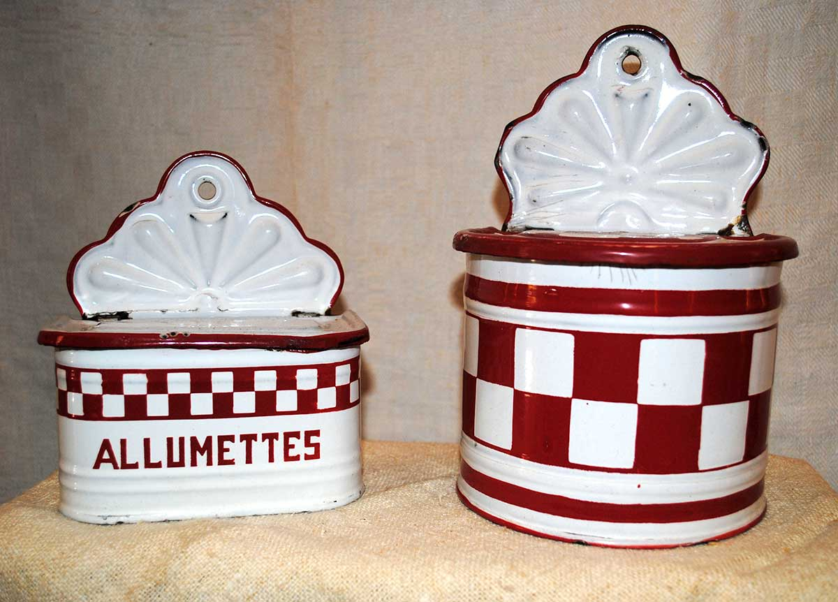 Enameled kitchen boxes lustucru red