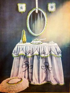 boudoir-table-dresser