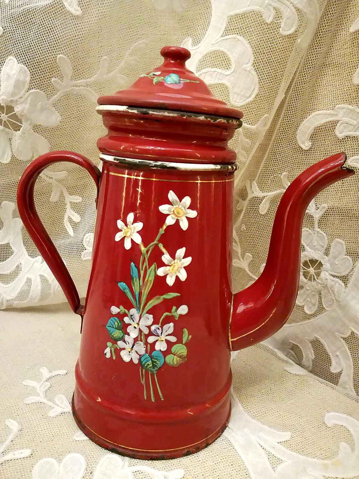 Antica caffettiera in smalto rosso