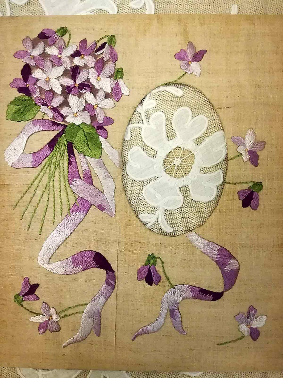 Antico-Passepartout-per-foto-ricamo-violette