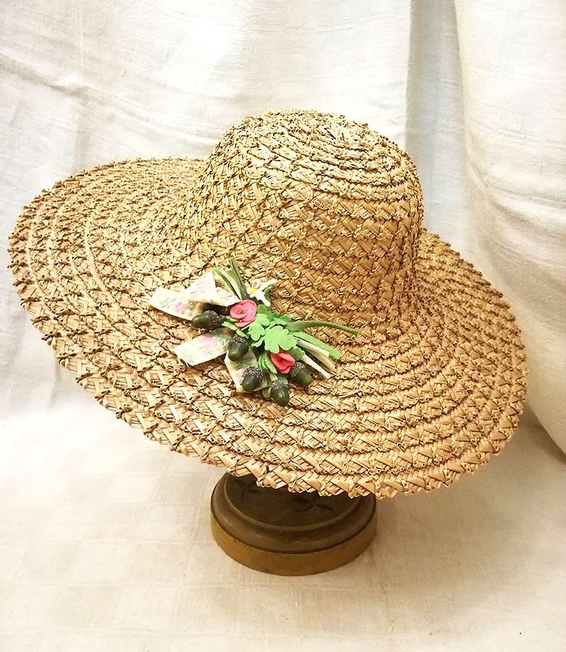 Cappello in paglia vintage con decoro ghiande