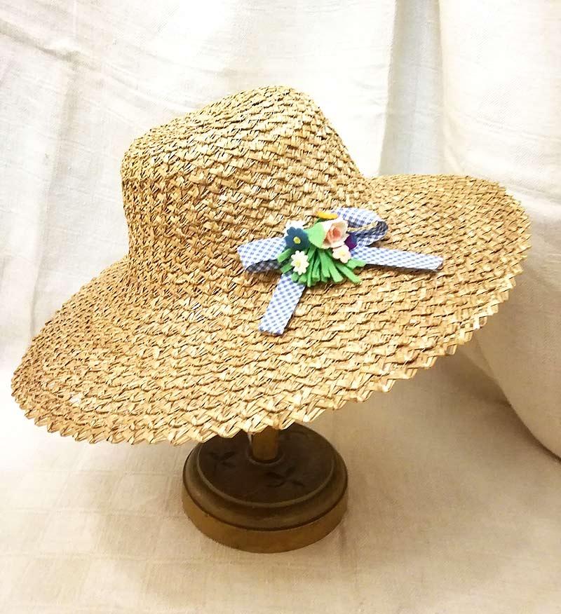 Cappello vintage in paglia con fiocco azzurro