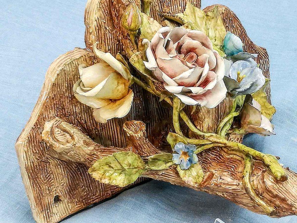 Antica piccola mensola francese in ceramica