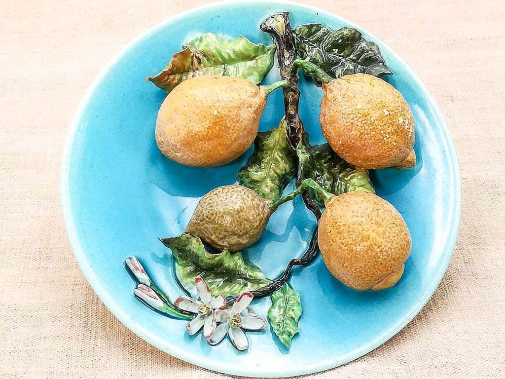 Antico piatto barbotine francese manifattura Saissi