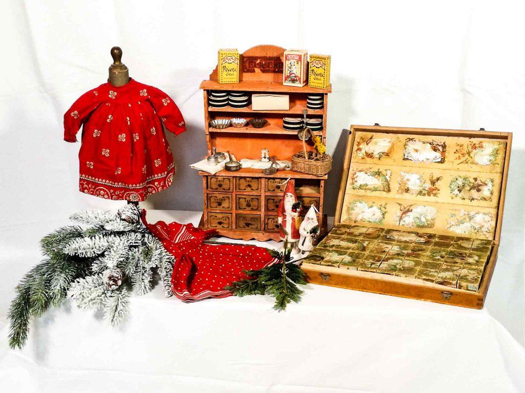 Decorazioni natalizie antiche in stile brocante