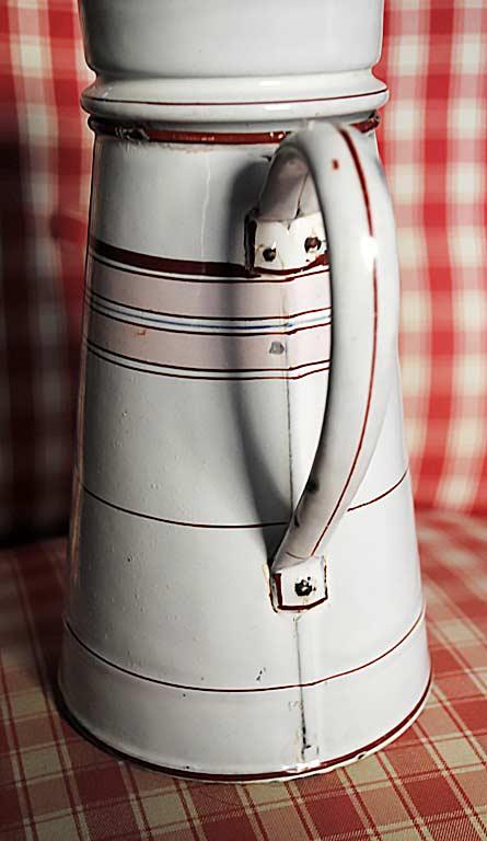 Caffettiera francese con manico rivettato