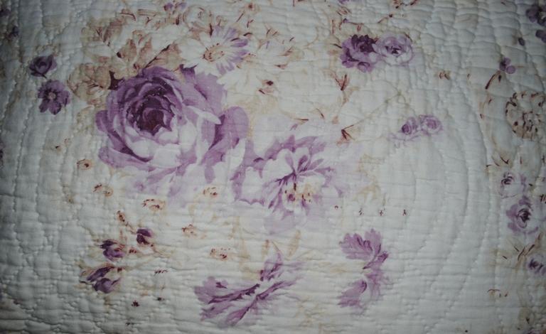 Durham quilt mauve roses close
