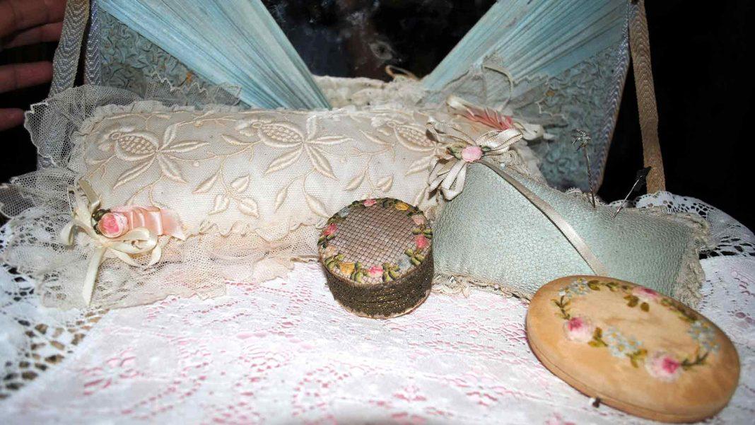 Boudoir items style Ribbonwork