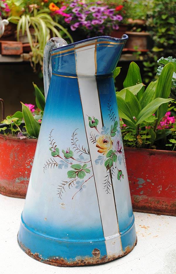 Enameled body pitcher roses