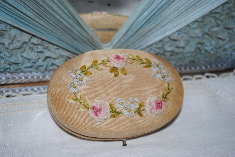 Ribbonwork sewing case silk rosettes
