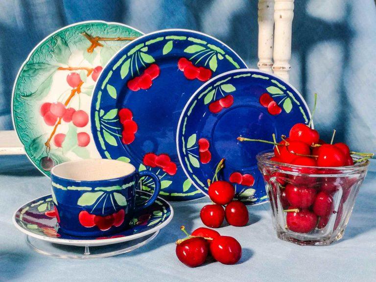 Smalti francesi e ceramiche antiche col tema Ciliegie