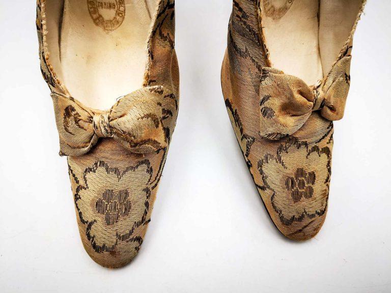 Accessori moda d'epoca in puro stile Downton Abbey