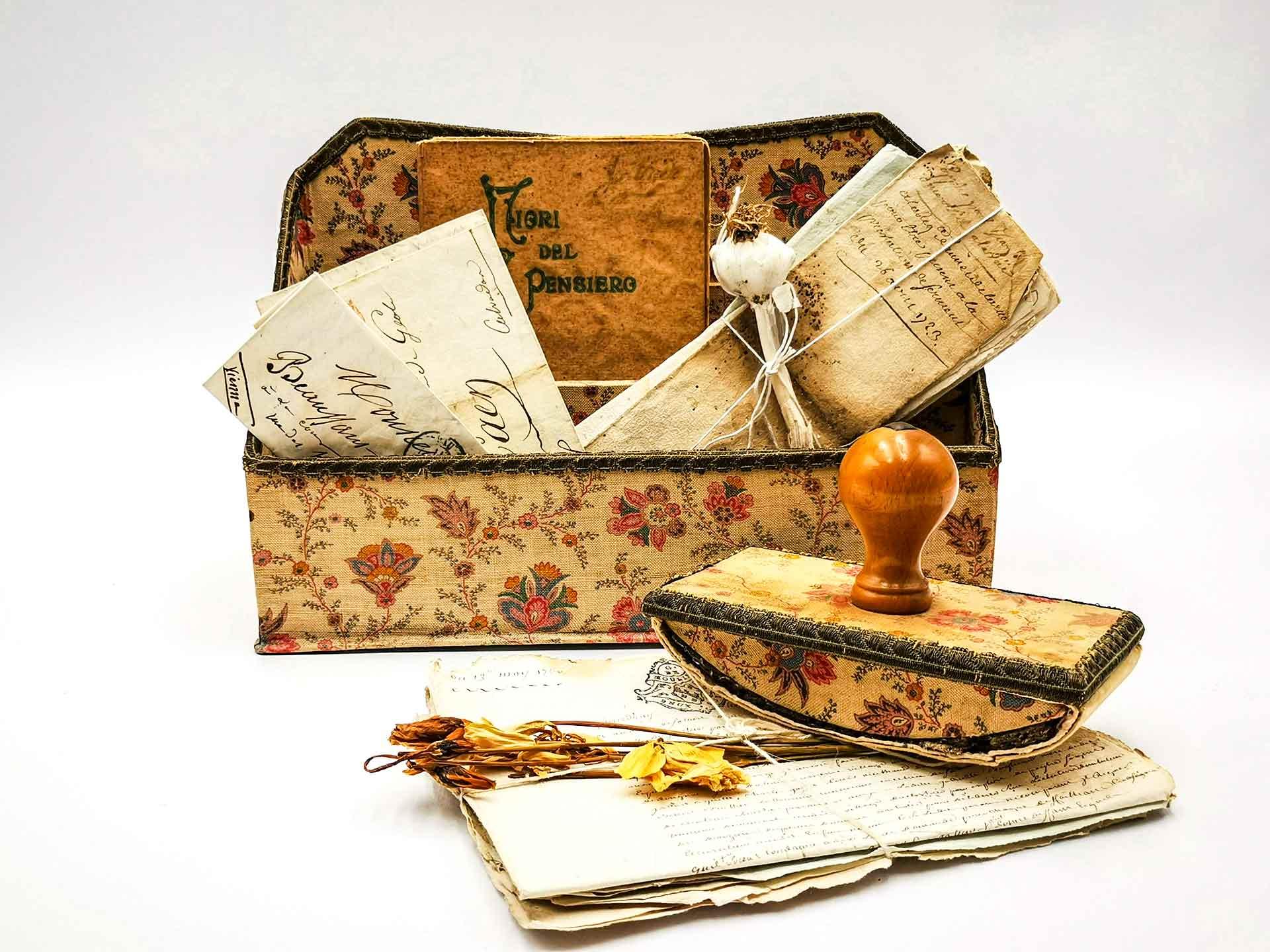 Scatola antica per corrispondenza con timbro